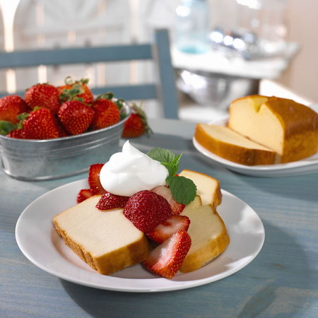 Mrs. Smith's Poundcake, so rich in fat and carb calories.. mmm.. yummy..